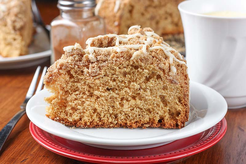 Eggnog Glazed Gingerbread Coffee Cake | This easy Eggnog Glazed Gingerbread Coffee Cake has a light texture with the warm spices of gingerbread, a hearty crumb topping, and a sweet eggnog drizzle! You'll want to add this coffee cake to your next holiday brunch menu! Find recipe at redstaryeast.com.
