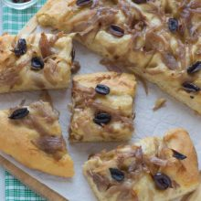 Caramelized Onion & Olive Focaccia | An easy no-knead recipe for golden, fluffy focaccia. ANYONE can make this bread! Use this recipe as a base for any of your favorite toppings and impress your guests. Find recipe at redstaryeast.com.