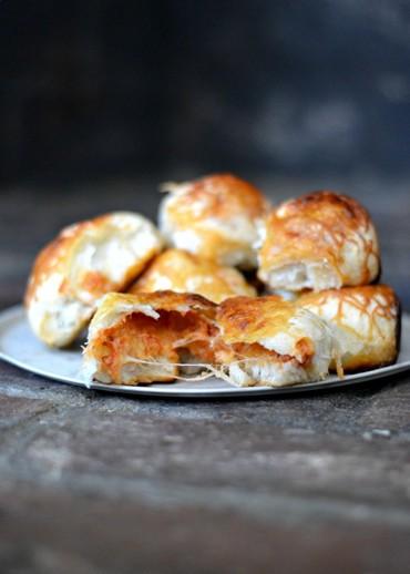 Cheesy Pizza Rolls