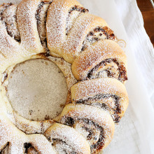 Chocolate Cinnamon Roll Wreath | Chocolate meets cinnamon in this swirly pull-apart bread that's perfect for a brunch crowd! Find recipe at redstaryeast.com.