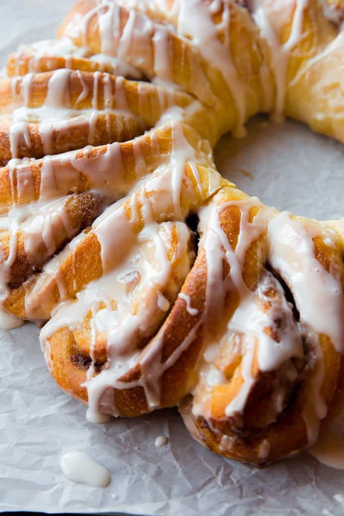Cinnamon Roll Wreath | Adorn your breakfast table with this beautiful cinnamon roll wreath, complete with ooey gooey cinnamon and vanilla icing! Find recipe at redstaryeast.com.
